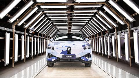 岚图汽车中大型高端智能电动SUV.jpg