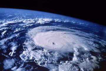 轉折時刻:風暴中的世界