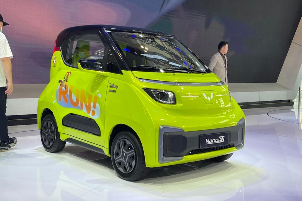 想和你的另一半开上可爱的情侣车么?天津车展体验五菱NanoEV