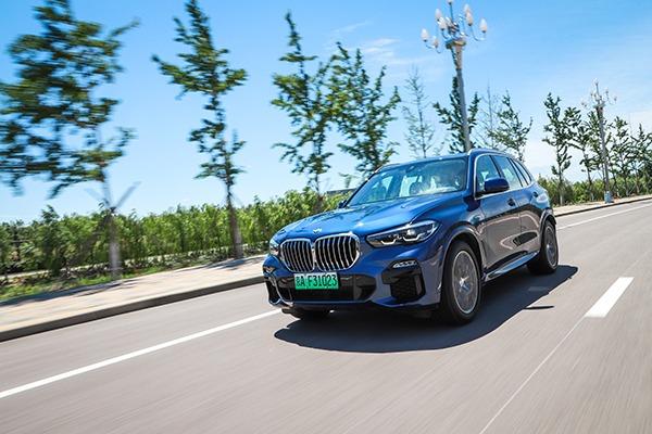 加速更快、油耗更低、价格不涨,BMWX5插混全面超越同级燃油版