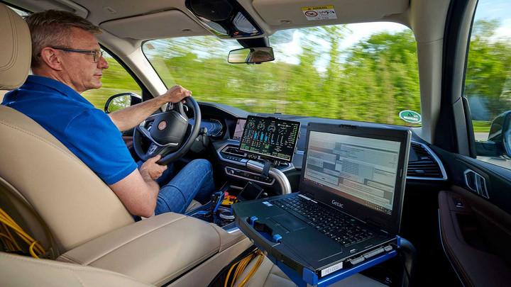 bmw-x5-testing-with-hydrogen-power-interior.jpg