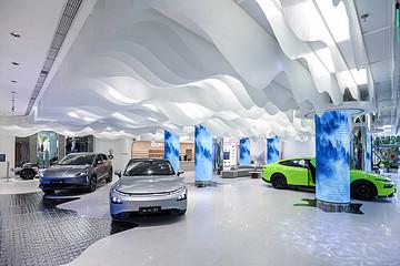 小鹏汽车全国首个旗舰体验中心正式开业