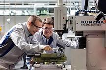 德国大众汽车公司将投资近10亿欧元建设电池工厂,发展新能源市场