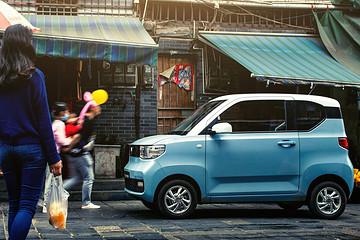 3.88万元送沪牌,哪些上海人想买宏光MINI EV?