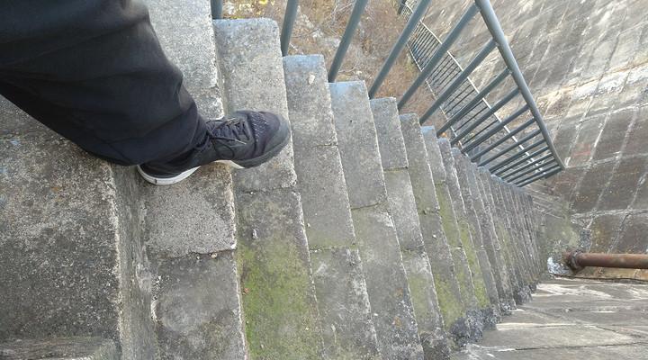 窄楼梯.jpg