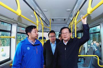 万钢参观福田欧辉全系列氢燃料电池客车 看好氢能发展前景