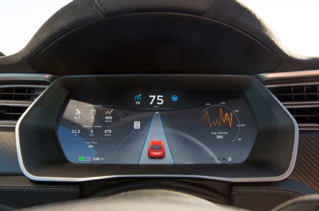 2015-Tesla-Model-S-P90D-digital-cluster.jpg