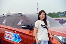 随汽车圈知名KOL美女初晓敏体验比亚迪宋EV300