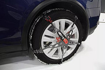 凌冽寒冬,Model 3还没到,防滑链先来了!