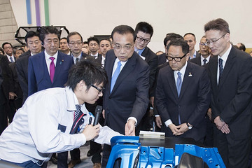 李克强参观丰田汽车北海道厂区,望中日深化创新合作