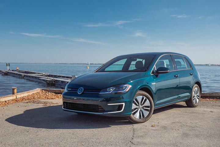 Volkswagen-E-Golf-2018-5390.jpg