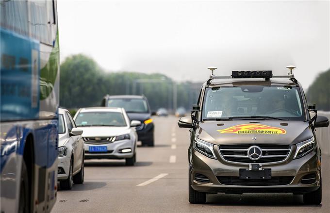 1. 戴姆勒集团成为首家获得北京市自动驾驶车辆道路测试牌照的国际汽车制造商.jpg