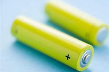 新型电解液可大幅改善电动汽车电池性能