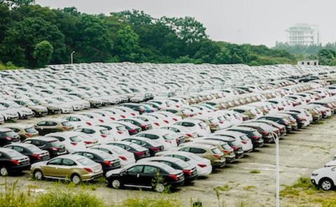 首批新能源车渐入置换期 价格大缩水 二手车市场却遇冷?
