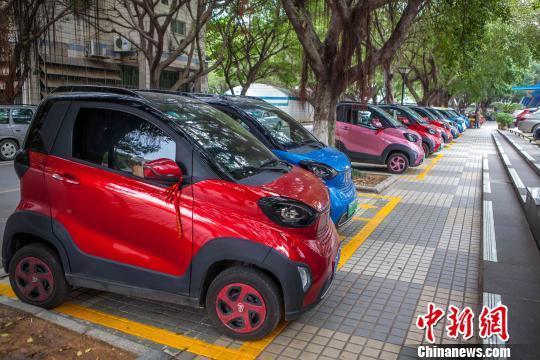 广西柳州大力推广新能源汽车 路边停车免费可享千元补贴