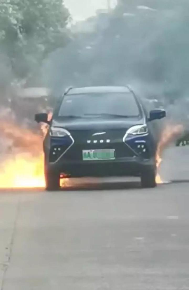 又一家新势力自燃!云度新能源汽车街头自燃火势迅猛