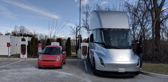 特斯拉Autopilot路口停车功能上线 新Roaster年底发布