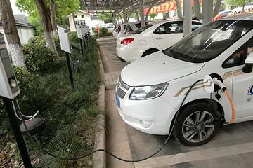 2017上半年上海新能源汽车产值为68.45亿元,同比增长17.5%