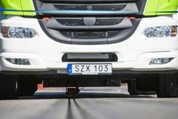 瑞典修了一条充电公路 电动汽车可边开边充电