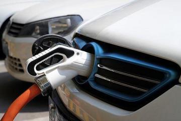 豪华车企集体拥抱新能源