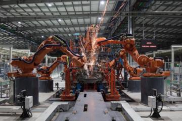 合众新能源桐乡智慧工厂全面竣工,哪吒纯电动车型三季度批量生产