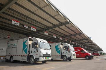 加氢3分钟续航300公里 京东首家在上海引入150辆氢能源物流车