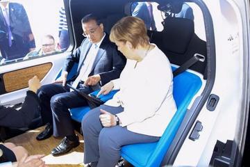 访德压轴戏,李克强与默克尔乘坐自动驾驶汽车