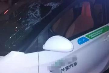 """""""我快喘不上气了,快来救我!""""杭州一辆共享电动汽车突然没电,男子半躺在驾驶室!"""