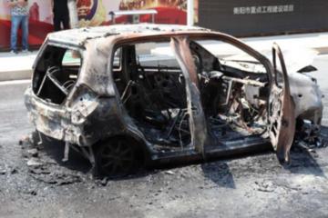突发!衡阳市一辆电动汽车自燃