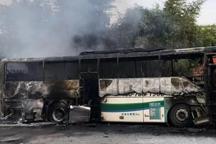 突發!衡陽一大巴車充電時起火,被燒得只剩空殼……