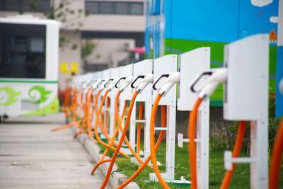 买纯电动汽车是否都安装了小区充电桩?