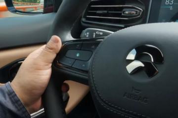无线升级下车机软件 蔚来汽车从低配秒变高配