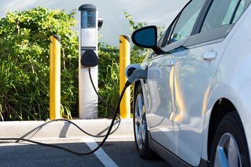 工信部:重点支持新能源汽车等战略性新兴产业