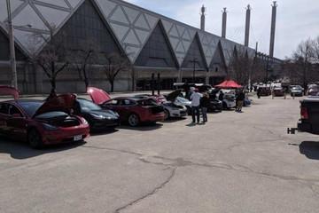 美国堪萨斯城车展禁止特斯拉参展 特斯拉车主自发场外展示