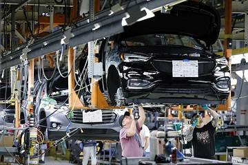 全球车企在经济衰退中求生存
