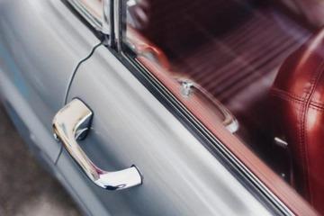 告别开门杀 福特新技术可防止骑行者撞车门