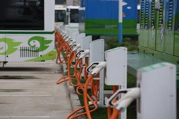"""新能源补贴新政首设30万元门槛,特斯拉为何""""反向""""涨价?"""