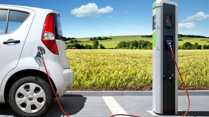 EV晨报 | 理想汽车回应起火事件;海南买新能源车每辆奖励1万元;几何C预告图发布