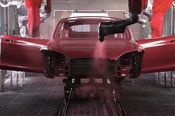 马斯克透露将推出深红配色的特斯拉汽车