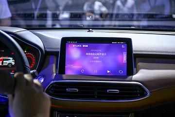 """特斯拉""""串车""""事件:汽车行业的智能化危机"""