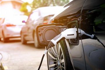 海南计划今年推广2.5万辆新能源汽车 新建1万个充电桩
