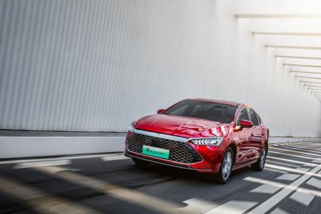 比亚迪4月新能源乘用车销量2.5万辆,同比增长104.2%
