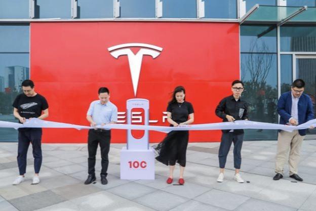 百站千桩 上海第100座特斯拉超级充电站落成