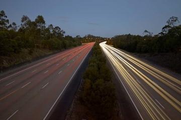 这条高速路专为电动车准备,18个充电站长2000公里