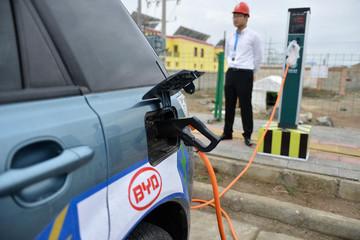 青海西宁计划年内建成12处电动车充电站,共计1000个新能源充电设施