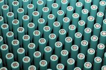 中国动力电池规模全球第一:过去五年成本降半、全球格局存变数