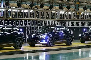 小鹏汽车首批量产版下线,百公里加速5.8秒/能自动驾驶