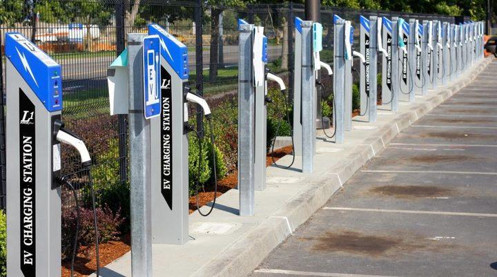 35000辆新能源货车充电难?美国物流巨头用智能充电系统解决问题