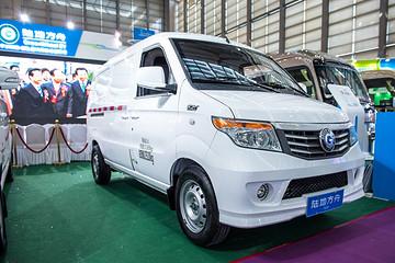 最大续航220公里,陆地方舟新款纯电动物流车威途X30亮相深圳