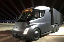 实拍特斯拉电动卡车上路测试,悄无声息的卡车